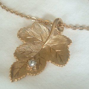 Vintage Gold Tone 'Radiant Leaf' Pendant Necklace